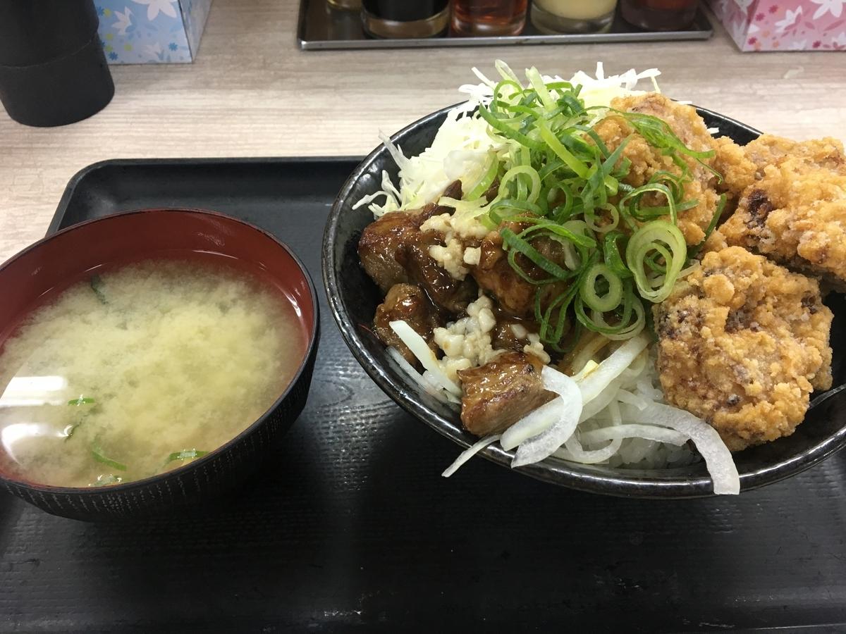 ロックステーキ唐揚げ合盛り丼
