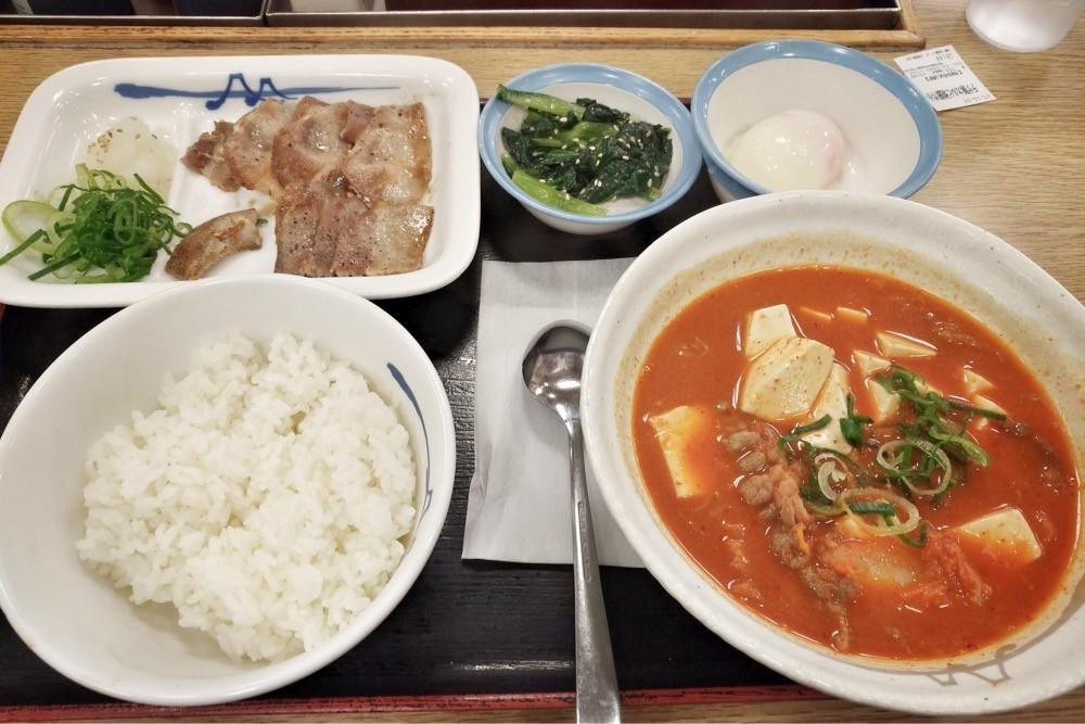 豆腐チゲ豚カルビ膳