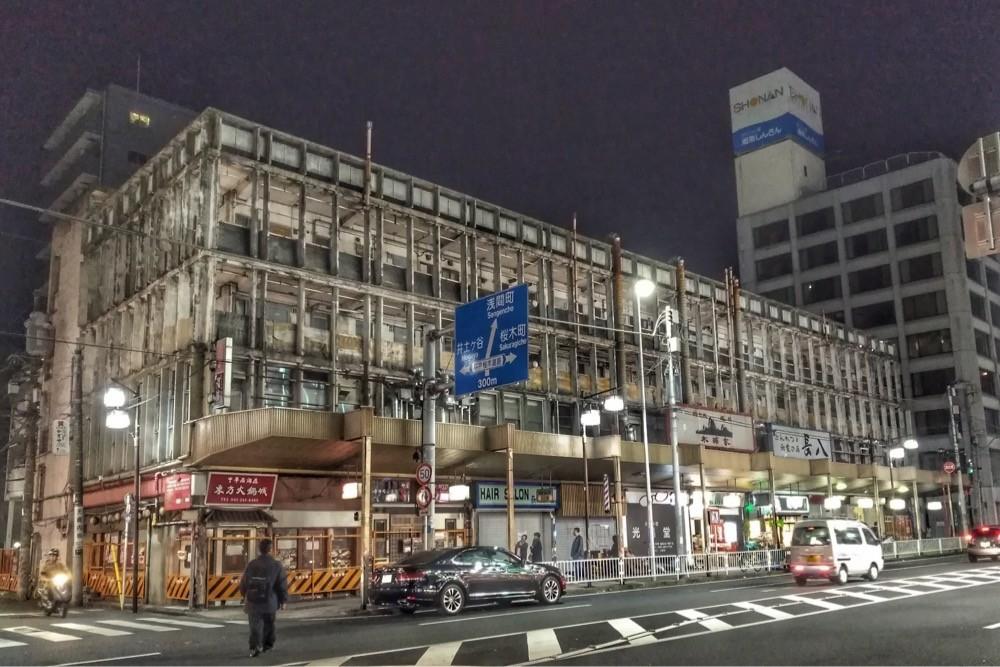 日ノ出町駅前の廃墟