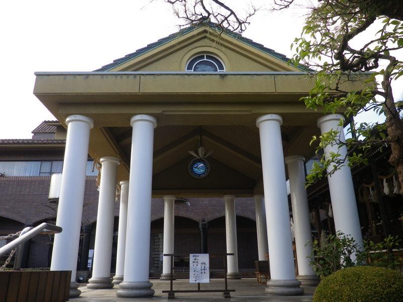 飛行神社のモダン社殿