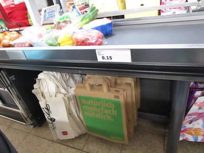 ドイツのスーパーのエコバッグと紙袋