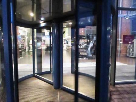ドイツCINEMAX入り口の回転ドア
