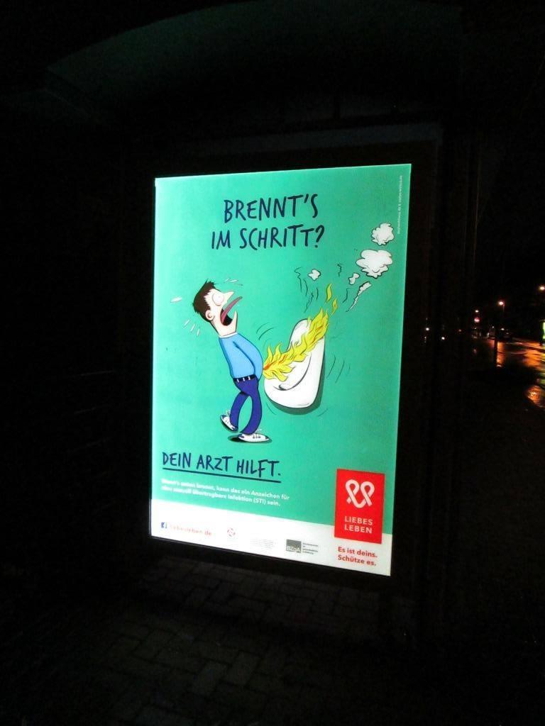 ドイツのバス停の性教育広告
