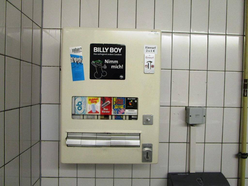 ドイツのコンドーム自販機(女性用トイレ)