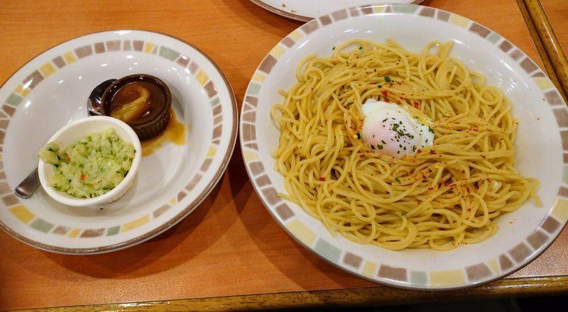 ペペロンチーノ大盛、半熟卵、ディアボラ風ソース