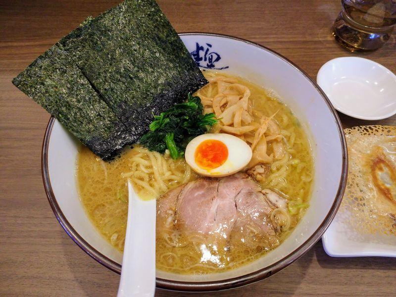 横濱家 豚骨醤油ラーメン