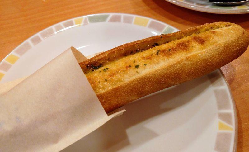 サイゼのガーリックトースト