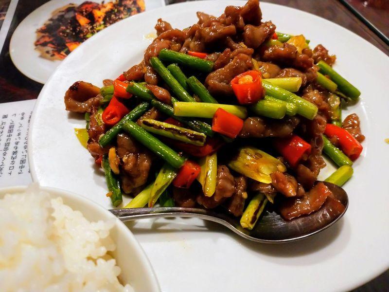 牛肉と2種類の唐辛子の炒め物