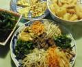 ナムル、大根と薄揚げ煮、親子焼き、茎わかめきのこ煮など