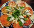 トマトサラダ鰯マリネを紫蘇が〆