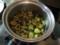 空豆は煮汁の鍋で味含め