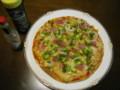 簡易ピザ焼いて食べます飲んでます