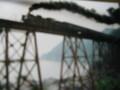 橋落ちた現場絵はがきなみだする