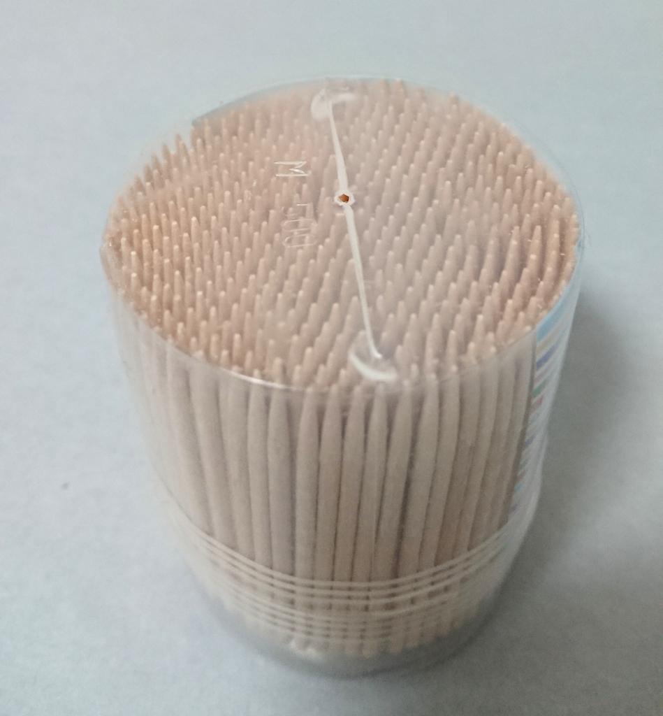 爪楊枝の容器の穴