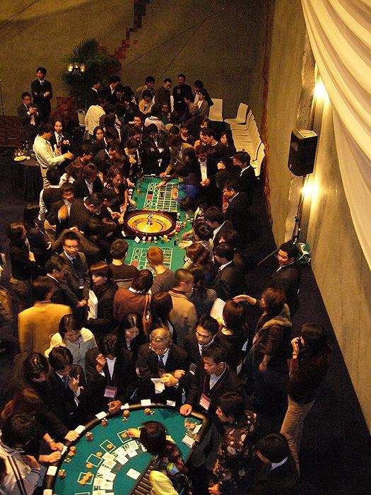 今後日本でも需要が高まる!? 華やかな勝負の舞台をつくる「カジノディーラー」の仕事とは