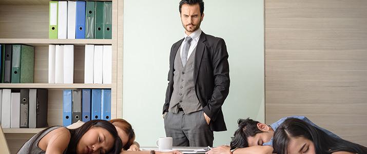 20代の9割が仕事中に眠いと感じている! その眠気、どう解消していますか?