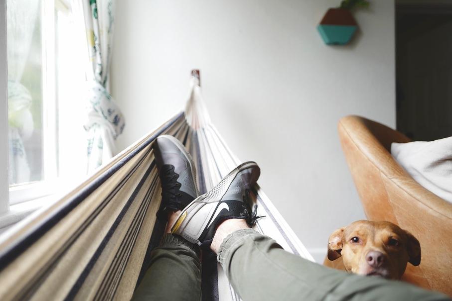 オフィスで使える便利グッズ4選!目の疲れ、足のだるさ、腰痛はこれを使って吹き飛ばせ