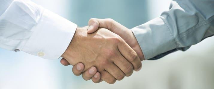 人たらしの秘訣は握手にあり!? 心をわしづかみにする握手の方法4選