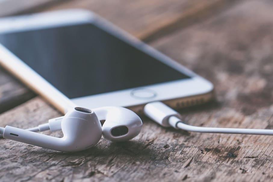 音楽で脳をリラックスさせる!仕事に疲れた時に聞くオススメBGMとその効果