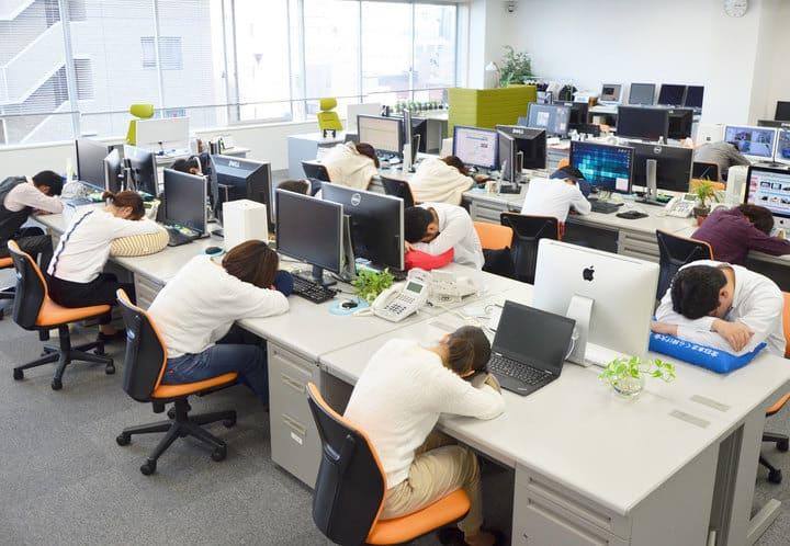 """作業効率低下を防ぐ!寝具・睡眠グッズの企画販売会社ならではの制度""""おひるねタイム""""とは"""