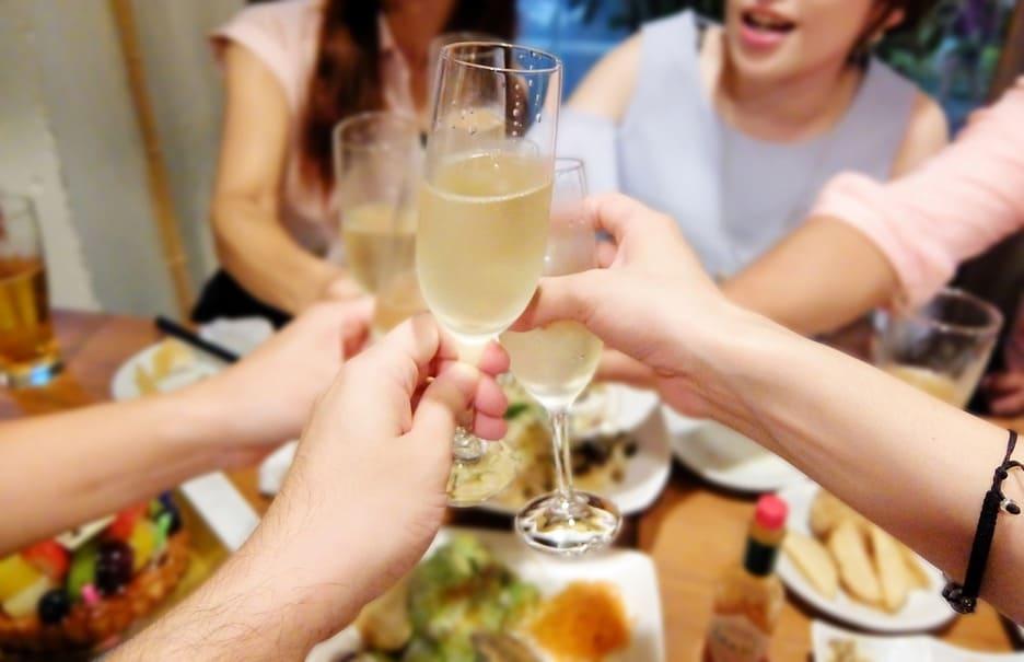 食事やお酒の席で失敗したくない!より良い人間関係を築くためのマナー