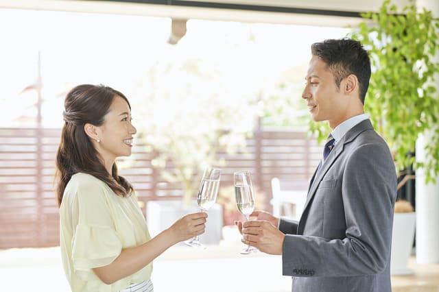 """異性からの印象は""""肌""""で決まる?視線と恋愛の関係性についての調査結果が発表"""