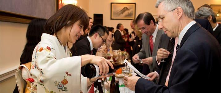 大手企業を辞めて酒屋のバイトに。日本酒ソムリエ菊谷なつきの転機とは?