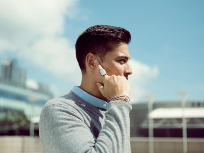 指を耳に当てるだけ!スマートに電話やメールができる「ORII(オリー)」