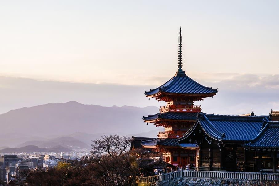 死ぬまでに行きたい寺・神社は?年越し・初詣に関する調査結果が発表