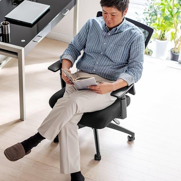 仕事の合間にゆらゆらとリラックス 長時間の作業も快適に取り組めるメッシュチェア