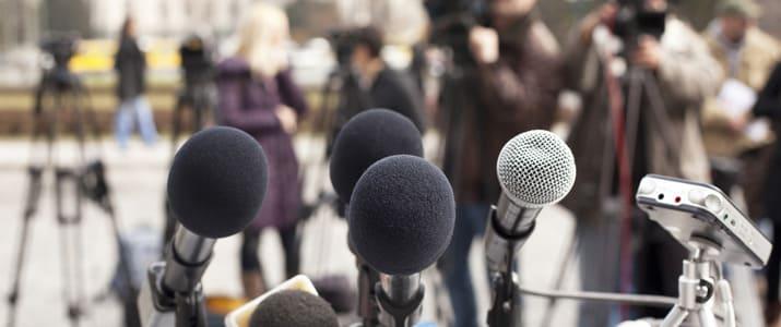 【意外と知らないビジネスの値段】最近なにかと話題の記者会見。いくらでできる?