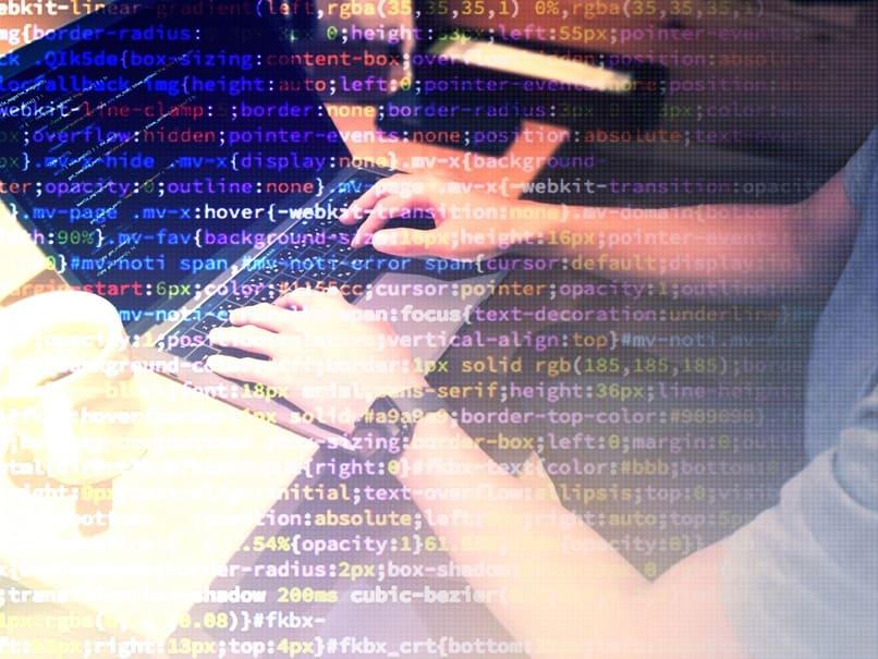 自宅にいながら、世の中に役立つ製品やウェブサイトを作る!プログラミングで副業する方法