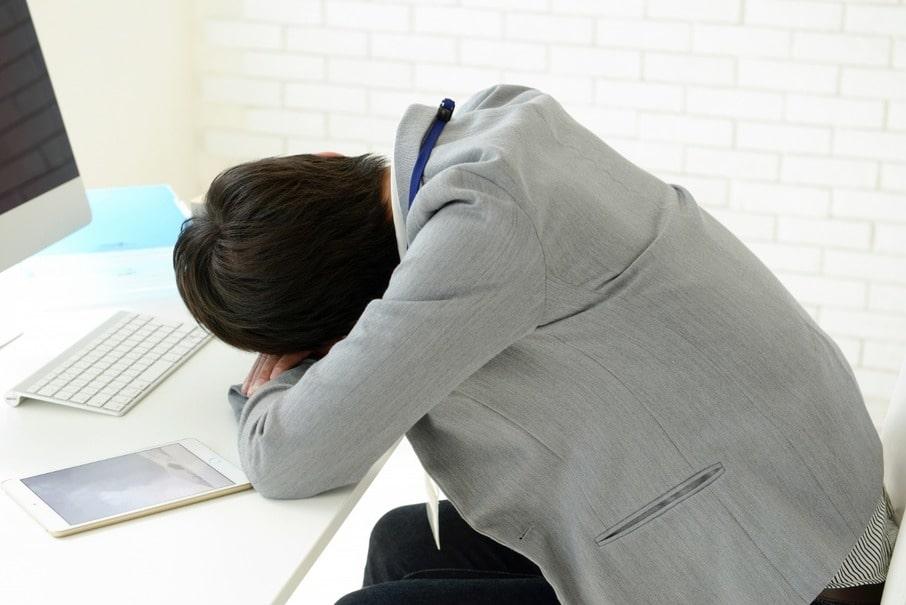 休憩時間に心地よい仮眠を…オフィスで使えるおすすめ仮眠グッズ