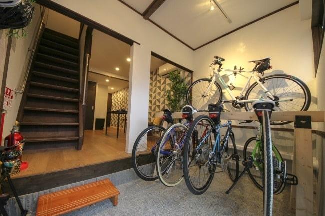 """""""自転車で旅する""""をテーマとした民泊施設がオープン 大阪の旅をクロスバイクで爽快に"""