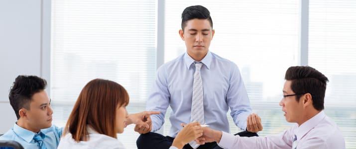"""仕事に集中できないとき、バリバリ働くスイッチが入る""""瞑想術""""の秘訣とは!?"""