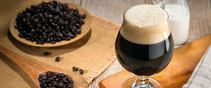 賢く飲んで、ハイパフォーマンスを生み出す! 朝のコーヒーブレイクと飲み会のビール