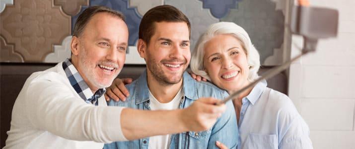 親孝行をしている割合は? 親は何をしてもらったらうれしい? 20代の「親孝行」大調査