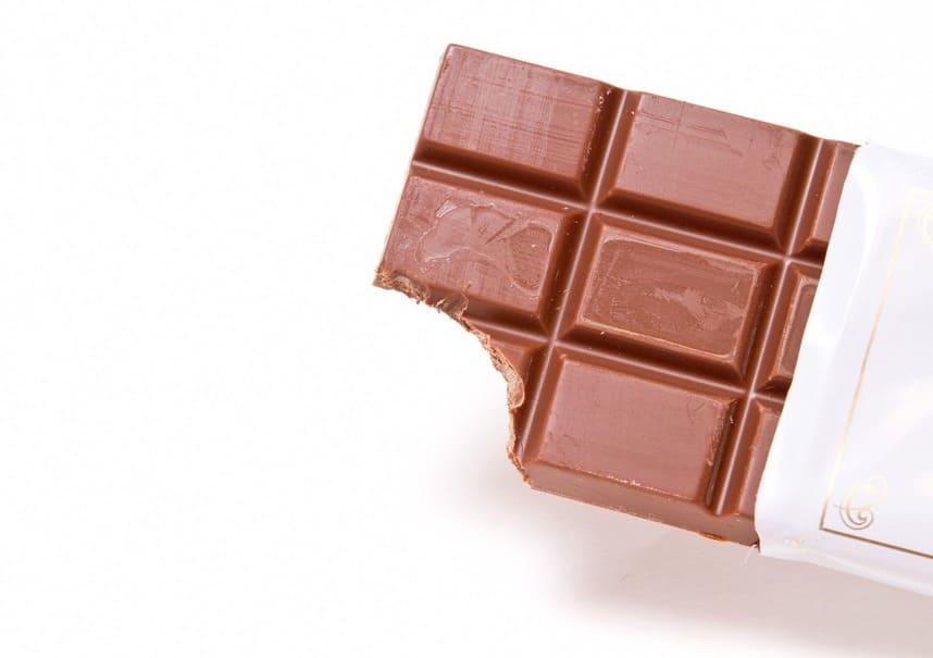 """これであなたも""""オフィスおやつの達人""""!賢いチョコレートの食べ方 & 選び方"""