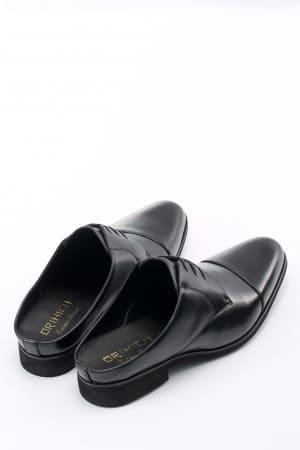 スリッパ感覚で履けて見た目は革靴!「SMART OFFICE SHOES」で快適に