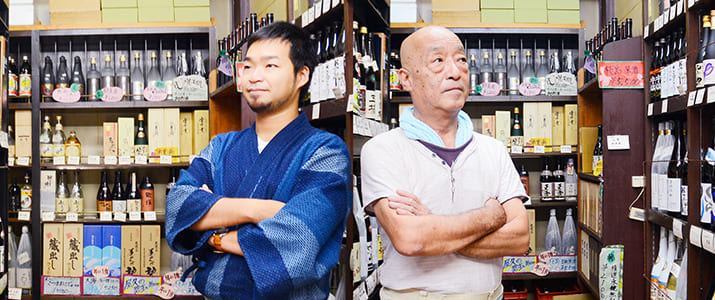 老舗酒屋を継いだ24代目(父)と25代目(息子)、『SAKELIFE』に受け継がれる『油忠』の伝統