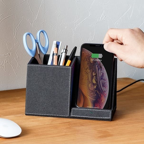 置くだけでスマホを充電!文具など小物も収納できるオーガナイザーが発売開始