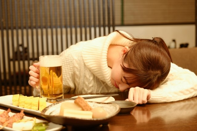 いよいよ忘年会・新年会シーズン!二日酔いに効果的な食べ物