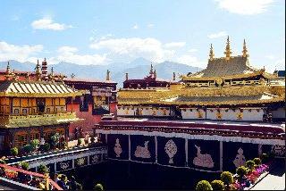 チベットの歴史的、宗教的に最重要な寺が火災