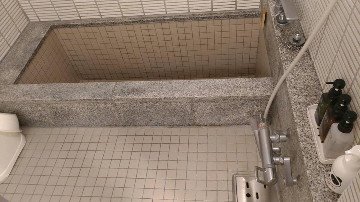 部屋風呂の浴槽