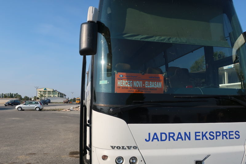 アルバニアのバス