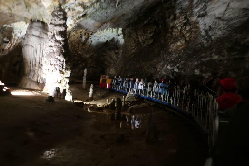 ポストイナ鍾乳洞トロッコからの眺め