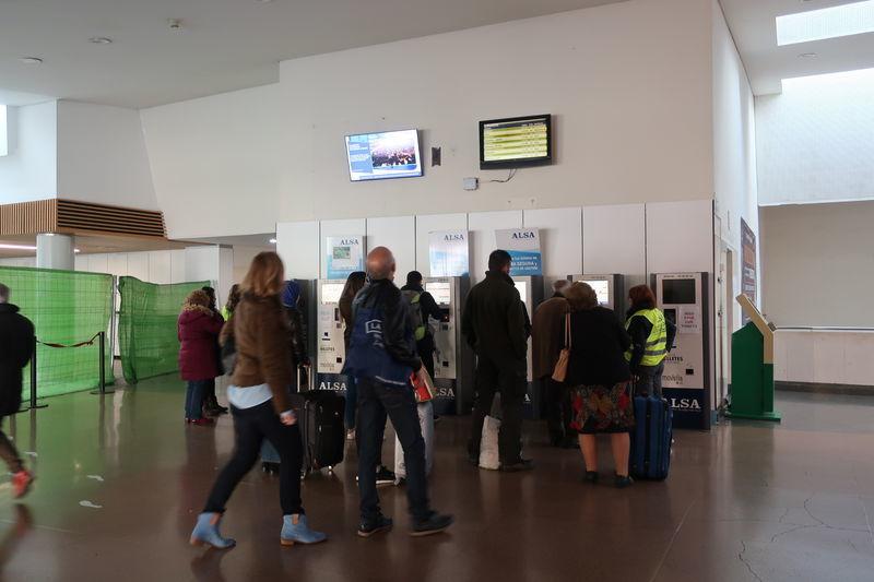 グラナダバスターミナル券売機