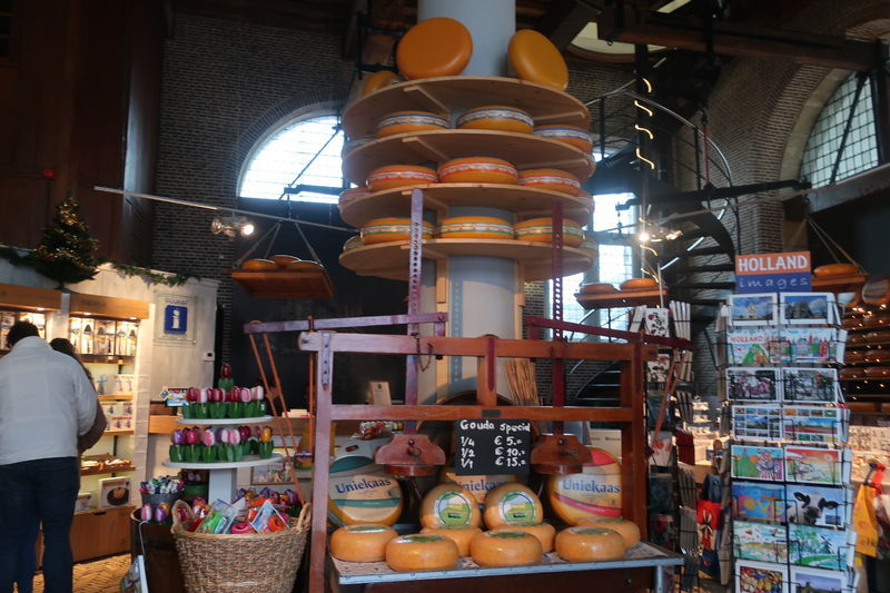 チーズ計量所内