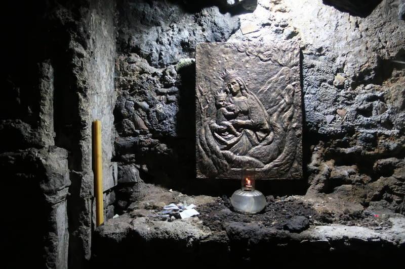 教会下の洞窟