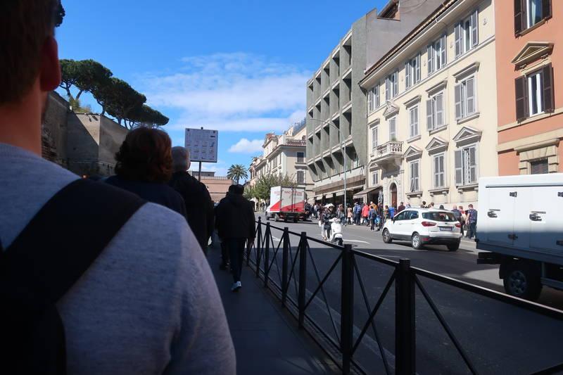 バチカン美術館入場の列